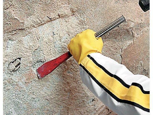 Remova todo o revestimento contaminado, obtendo uma superfície sólida.