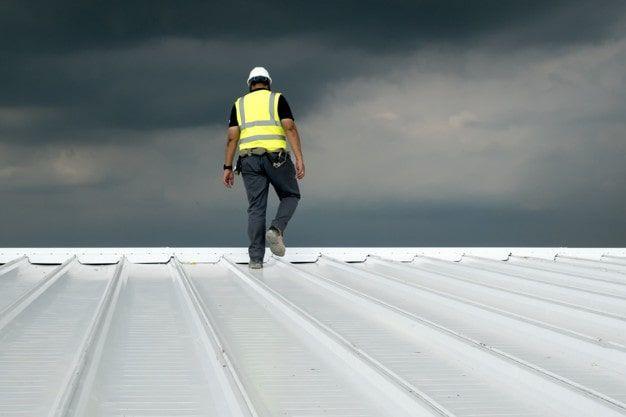 Como é feito o tratamento térmico de telhados?